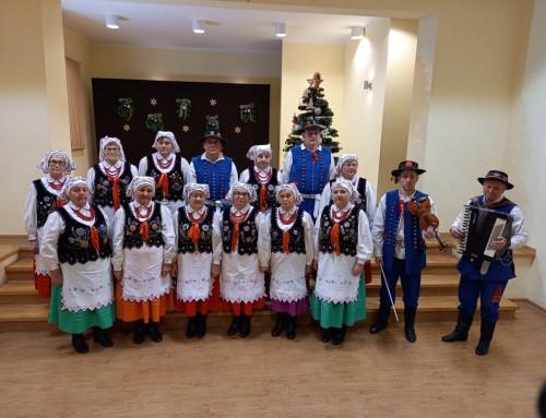 Zespół Śpiewaczy Borkowianie podczas świątecznego nagrania w Domu Ludowym w Borku Starym